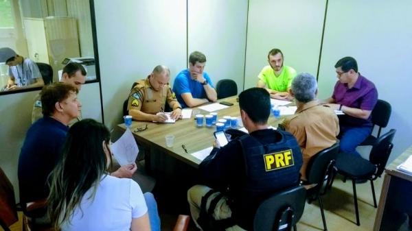 Reunião hoje (31) na Prefeitura garantiu parceria com as Polícias Militar, Rodoviária Estadual e Federal, BPFron e Corpo de Bombeiros. (Fotos: Assessoria)