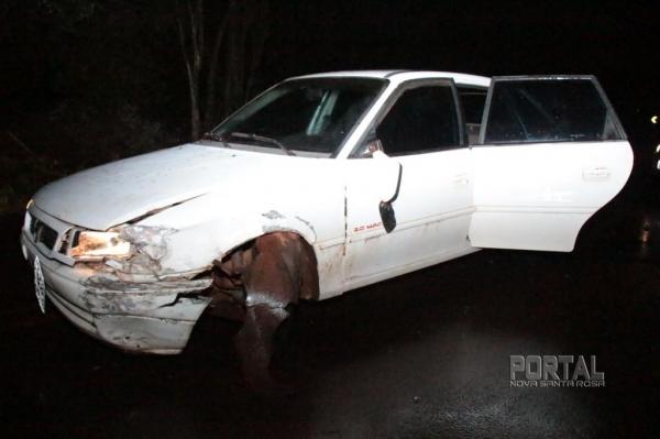 Na colisão o Astra teve a roda e o eixo danificados. (Fotos: Portal Nova Santa Rosa)