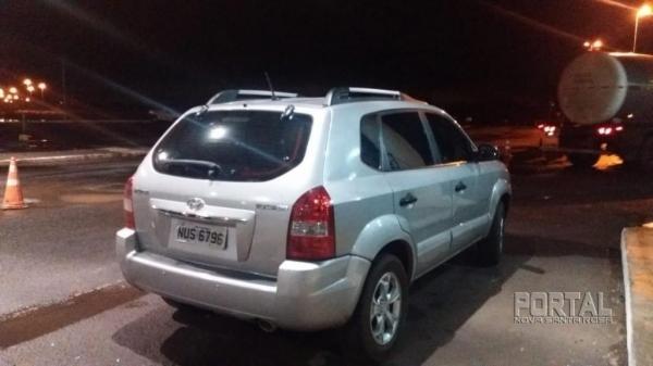 Ao ser questionado informou que pegou o veículo em Eldorado/MS e levaria até a cidade de Cascavel,. (Foto: PRF)