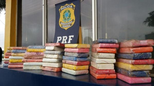50 tabletes de substância análoga à cocaína, que totalizaram 53,3kg.(Foto: PRF)