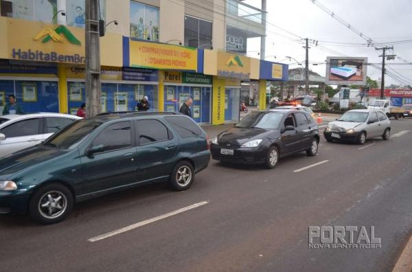 Três veículos se envolveram na colisão. (Fotos: Bogoni)