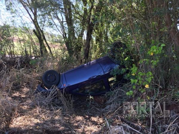 A condutora perdeu o controle da direção. (Fotos: Marcio Cerny)