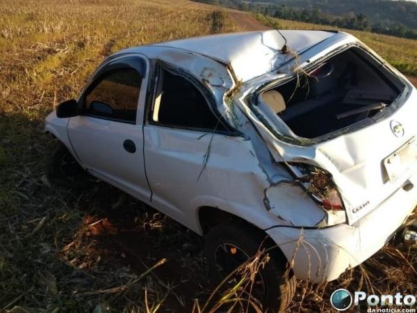 O jovem que conduzia o veículo não se feriu.(Foto: Ponto da Notícia)