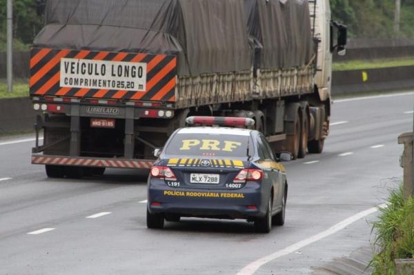 Entre quinta-feira (6) e domingo (9), os radares portáteis operados pelos agentes da PRF capturaram 9.084 imagens de veículos acima dos limites máximos de velocidade.(Foto: PRF)