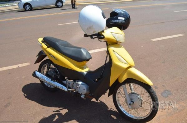 O motociclista não conseguiu frear a tempo e atingiu a traseira do veículo.(Foto: Bogoni/Radar B.O.)