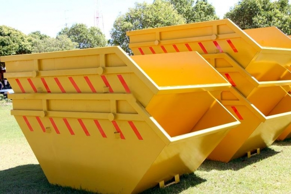 Município disponibiliza caçambas para destinação correta de entulhos da construção civil. (Fotos: Assessoria)