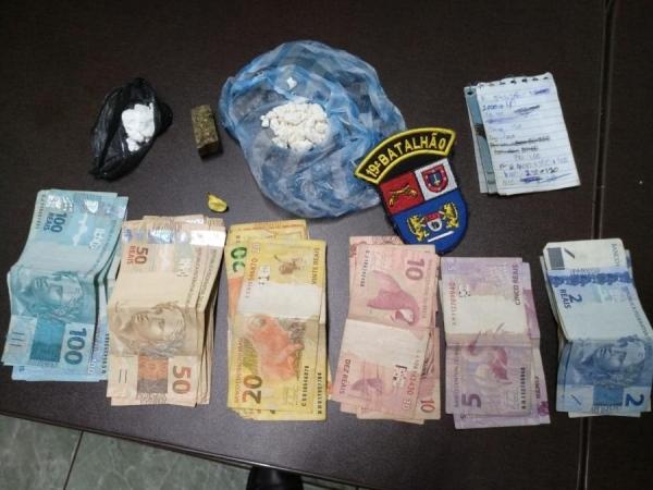A droga apreendida, assim como o dinheiro e morador da casa foram encaminhados para a Delegacia de Polícia Civil de Marechal Rondon (Foto: AquiAgora.net )