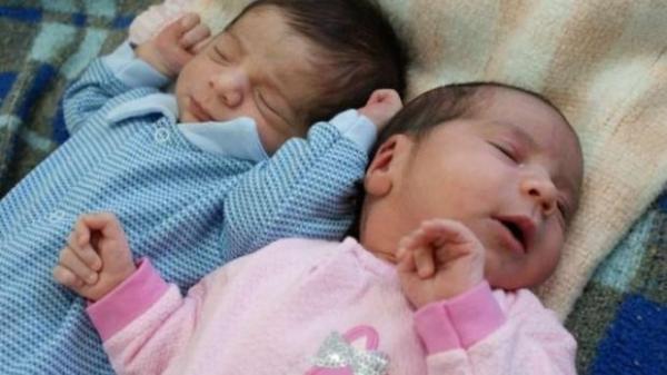 A mulher teve os bebês de parto natural. (Foto: Catve)