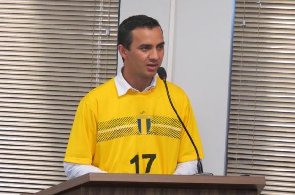 Ronaldo Pohl confirmou a renúncia durante discurso na tribuna. (Foto: Assessoria)