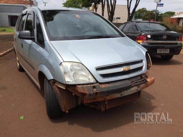 Um Renault e um Megane se envolveram na colisão. (Fotos: Portal Nova Santa Rosa)