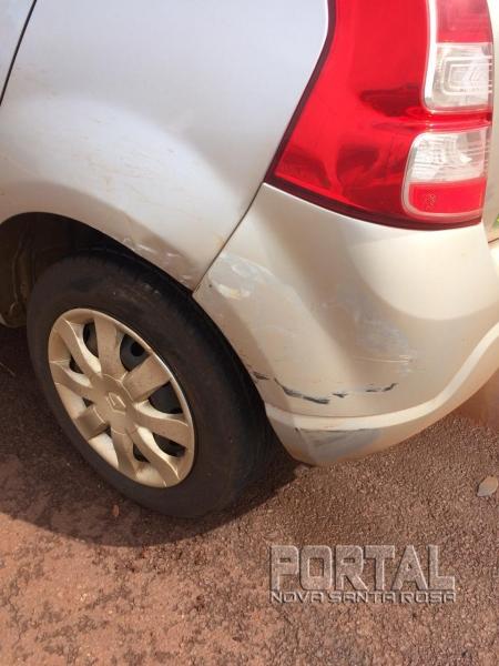 A parte traseira do veículo ficou danificada. (Foto: Portal Nova Santa Rosa)