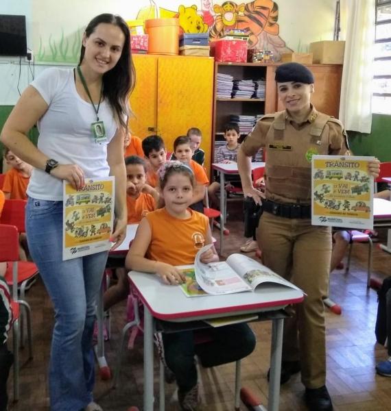 Esta foi a primeira turma de alunos a receber exemplares da cartilha. (Fotos: Divulgação)