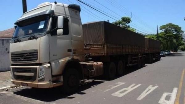 O caminhão ainda passará por perícia, mas o que tudo indica é que seja o mesmo que vitimou Valmor Carvalho do Amaral de 46 anos.(Foto: Reprodução)