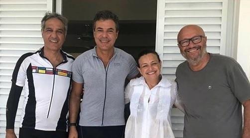 O encontro ficou registrado em texto e foto na página do Facebook de Fabiana Campos.(Foto: Banda B)
