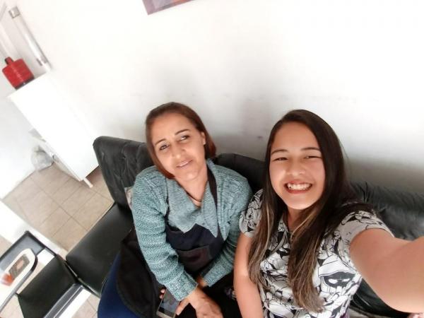 Lucileia Barbosa da Silva e Thais Mayme Oyama morreram atingidas por um raio em Registro, SP — Foto: Akio Oyama/Arquivo Pessoal
