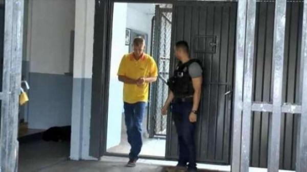 Ele foi flagrado no momento em que recebia R$ 2 mil das mãos de um servidor comissionado de Marechal Cândido Rondon. (Foto: Catve)