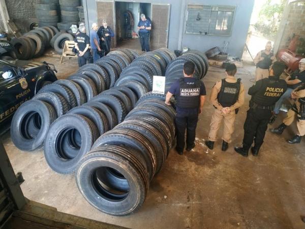 Operação conjunta entre BPFron, Receita Federal e Polícia Federal, resulta na apreensão de cigarros, mercadorias e pneus contrabandeados do Paraguai. (Foto: BPFron)